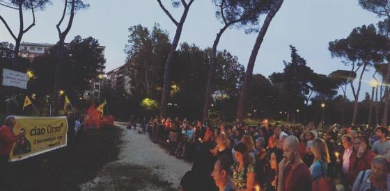 Fiaccolata Rojava Parco Nomentano - Lorenzo Orsetti